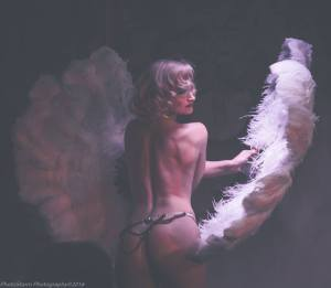 Cue Tease Burlesque performer: Didi Derriere (Burlesque)
