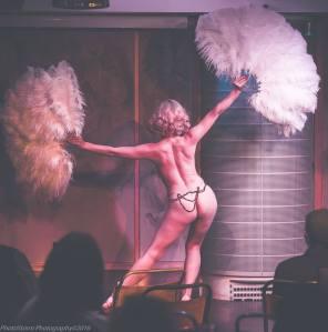Cue Tease Burlesque performer: Didi Derriere